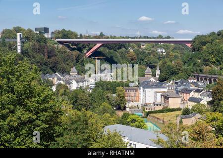 Luxemburg Stadt mit Brücke zwischen alte mittelalterliche Stadt und Kichberg - Stockfoto