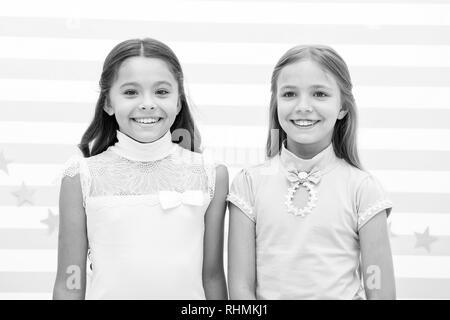 Schönheit der kleinen Mädchen. Beauty und Mode. kleine Mädchen mit glücklichen Gesichtern. Gefühl schöne - Stockfoto
