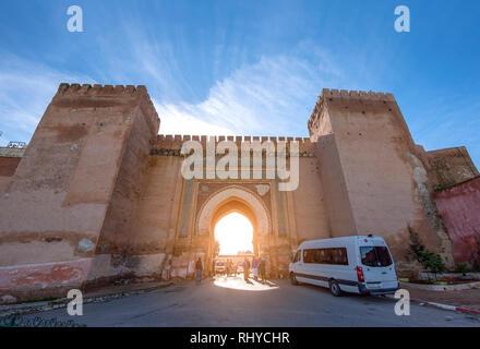 Meknes, Marokko - Ansicht von Meknes auf Bab Berdaine Tor. Meknes ist eine Stadt als UNESCO-Weltkulturerbe.