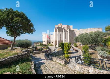 Die skanderbeg Museum in Puntarenas, Albanien. Das Gebäude von George Castriot (Skanderbeg) - nationale albanische Held. (Kruja Kruja) Burg und Festung - Stockfoto