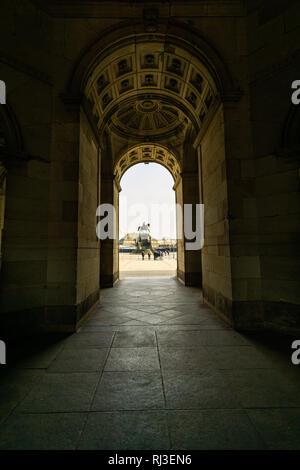 Dresden, Sachsen, DE - 24. MAI 2008 - der berühmte Dresdner Zwinger, Glockenpavillion. Der Zwinger wurde 1728 von dem Architekten bauen P ppelmann Bildhauer Pelmos - Stockfoto