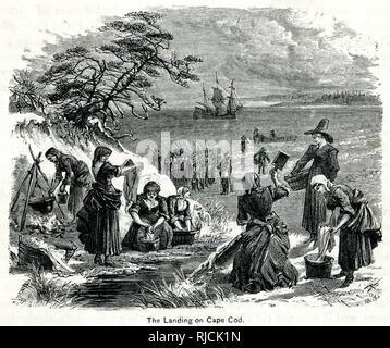 Eine Gruppe von Männern mit Gewehren stand in der Ferne auf den Strand von Cape Cod, wie Frauen in den Vordergrund neigen Brände zum Kochen und Waschen von Kleidung. - Stockfoto
