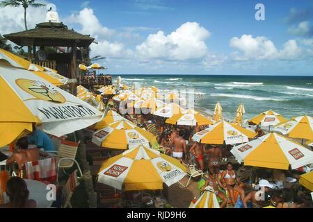 SALVADOR DE BAHIA, BRASILIEN - Feb.26,2009: Margherita Beach ist ein Bar Beach und Diskothek in der flamengo Bech in der Nähe der Stadt Salvador de Bahia gelegen - Stockfoto