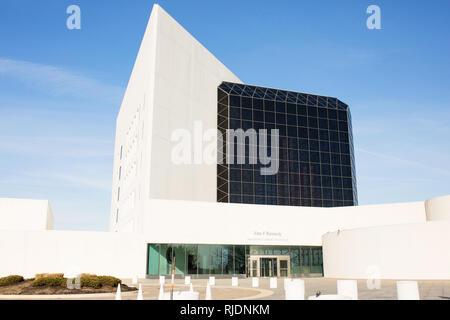 Das John-F.-Kennedy Presidential Library und Museum in Boston, Massachusetts, USA. Der Architekt des Gebäudes ist I.M. Pei. - Stockfoto