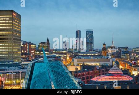 Manchester City Centre Skyline Blick über die Dächer von Hotel Indigo, Urbis, Corn Exchange, Arndale Haus, und Beetham Tower - Stockfoto