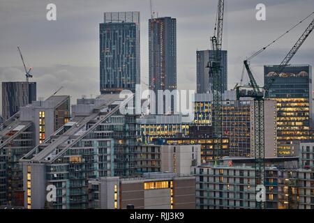 Manchester City Centre Skyline Blick über die Dächer von Salford 100 Greengate, der Rand Apartment und Beetham Tower - Stockfoto