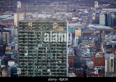 Ansicht von Süden Turm von Deansgate Platz nach unten an der Manchester City Center Skyline bei Beetham Tower suchen - Stockfoto