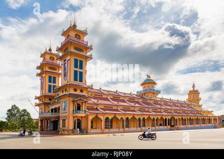 Äußere des Cao Dai, der Heilige Stuhl Kirche in Tay Ninh, südlichen Vietnam, Asien - Stockfoto