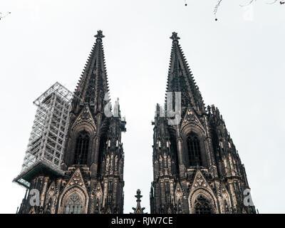 Koln Deutschland Dom Fassade Mit Strebebogen Sudseite Stockfotografie Alamy