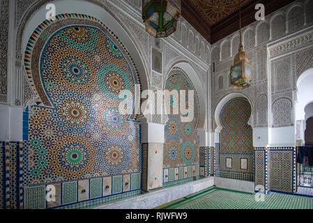 Innenhof und Innenraum der Universität Al Quaraouiyine oder al-Qarawiyīn Moschee - bekannt, die älteste Universität der Welt in Fez, Marokko - Stockfoto