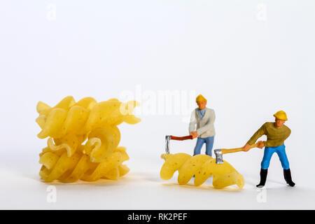 Konzeptionelle diorama Bild von miniaturfiguren Gestaltung Fusilli - Stockfoto