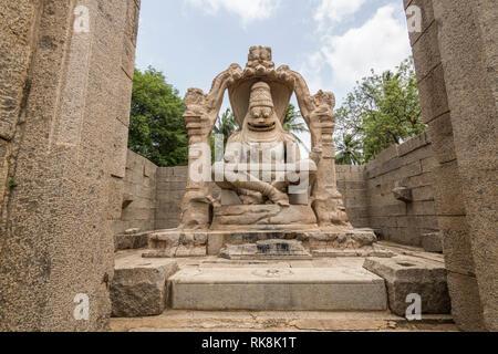 Die lakshmi Narasimha Tempel in Hampi ist Lord Vishnu geweiht. Es gibt eine Statue der Göttin Lakshmi sitzen auf der Vishnu Runde, die zerstört wurde.