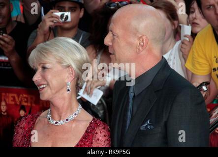 22. Juli 2013 - Rot 2 Europäische Premiere, Empire, Leicester Square, London Foto zeigt: Bruce Willis und Helen Mirren - Stockfoto