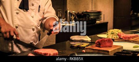 Live Cooking von Kobe und Wagyu Zuckerrüben mit einem original Yakiniku Restaurant in Kobe, Japan - Stockfoto