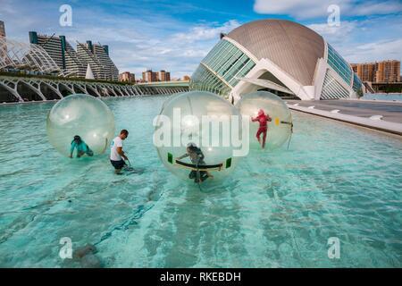 Hemisferic. Stadt der Künste und Wissenschaften. Architekten Santiago Calatrava. Valencia. Comunidad Valencia. Spanien. Europa. - Stockfoto