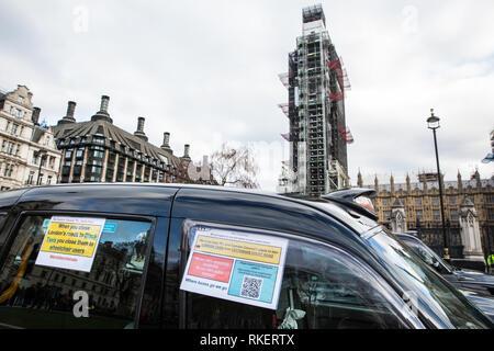 London, Großbritannien. 11. Februar, 2019. Lizenzierte Taxifahrer, oder schwarzen Taxifahrer, block Parlament Platz als Teil einer Protest gegen Taxis Bank Kreuzung ausgeschlossen ist, Tottenham Court Road, Tooley Street und Bereiche von Greenwich, Lewisham, Islington, Hackney. Credit: Mark Kerrison/Alamy leben Nachrichten - Stockfoto