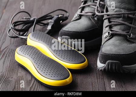 Elektrische uv-Schuhtrockner und Winter Schuhe - Stockfoto