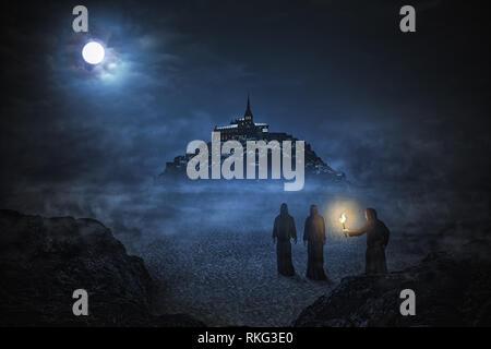Drei Mönche, die Abtei Mont Saint Michel unter dem Nachthimmel mit Mond. Matte Painting. - Stockfoto