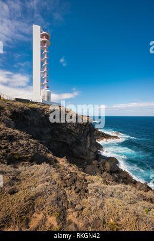 Küste Landschaft und Leuchtturm im Norden Buenavista, Teneriffa, Kanarische Inseln, Spanien. - Stockfoto
