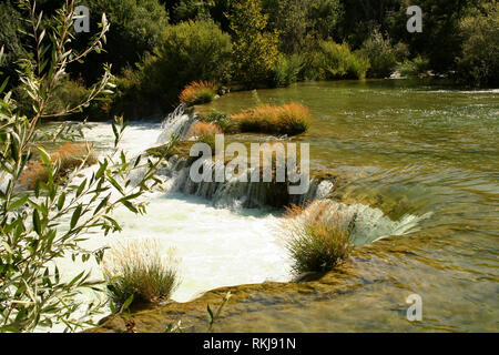 Sommer Landschaft, Wasserfälle Krka Wasserfälle von Kroatien. - Stockfoto