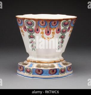 Vase - 1761-Sèvres Porzellan Manufaktur Französisch, gegründet 1740 gemalt von: Louis-Jean Thévenet Französisch, aktive 1741/45-1777 - Artist: Herstellung - Stockfoto