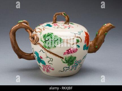 Teekanne - 1750/55 - Staffordshire, England- Herkunft: Staffordshire, Datum: 1750 - 1755, Mittel: Salz - glasiert Steinzeug, mehrfarbigen Emaillen, Abmessungen: - Stockfoto