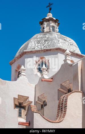 Wände und die Kuppel der Kirche als El Santuario de Atotonilco in der Nähe von San Miguel de Allende im mexikanischen Bundesstaat Guanajuato bekannt. - Stockfoto