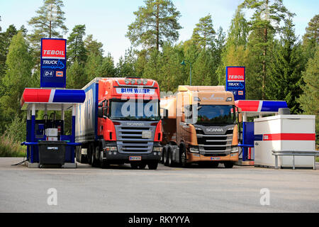 LEMPAALA, Finnland - 9 August, 2018: Scania 143H Streamline truck Pouls Bremseservice A/S mit ...