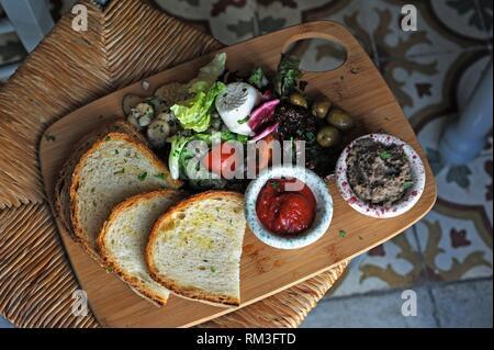 Erste Kurs serviert bei Diar il-Bniet, Shop und Restaurant, Dingli, Malta, Mittelmeer, Südeuropa. Stockfoto