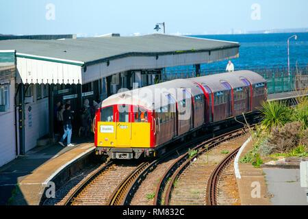 Link zur Isle of Wight Steam Railway an smallbrook Junction, Bus, Zug, Station, Ryde, Isle of Wight, England, Vereinigtes Königreich, - Stockfoto