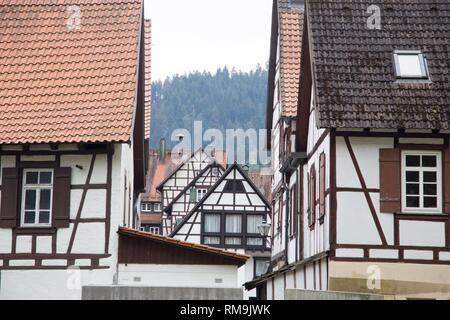 Traditionelle Fachwerkhäuser in der Altstadt von Schiltach, Schwarzwald, Baden-Württemberg, Deutschland, Europa. - Stockfoto
