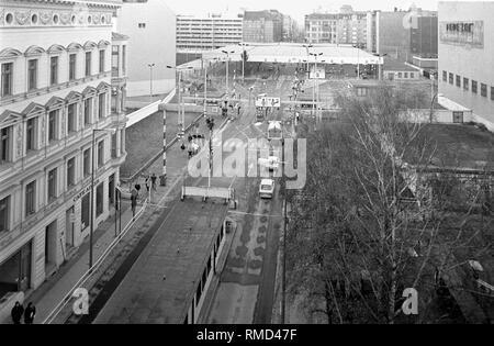Grenzübergang Friedrichstraße/Zimmerstraße 'Checkpoint Charlie' im Stadtteil Kreuzberg. - Stockfoto