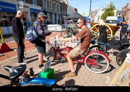 Zyklus, Radfahren, Festival, randonee, Vintage, Ausdauer, Union Jack, Flagge, Clown, Straße, Festival, Route, Fitness, Spaß, Bewegung, - Stockfoto