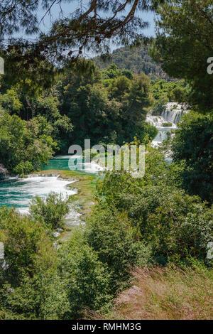 Die mittleren Abschnitte der Skradinski Buk: der letzte Wasserfall am Fluss Krka, Nationalpark Krka, Kroatien - Stockfoto