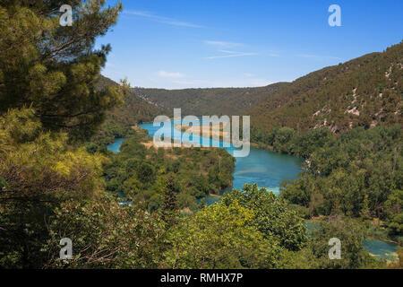 Der Fluss Krka unterhalb der Wasserfälle Skradinski Buk, Šibenik-Knin, Kroatien - Stockfoto