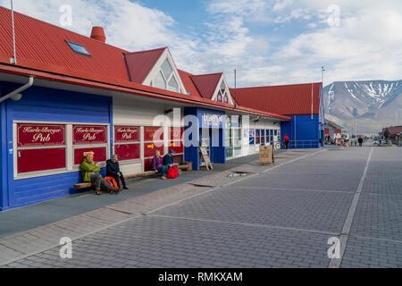 Longyearbyen (wörtlich Der longyear Stadt) ist die größte Siedlung und das administrative Zentrum von Spitzbergen, Norwegen. Longyearbyen befindet sich im - Stockfoto