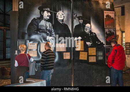 Die drei großen Führer an der Konferenz von Teheran (Roosevelt, Churchill und Stalin), Foto bei Museum des Warschauer Aufstandes in Warschau, Polen - Stockfoto