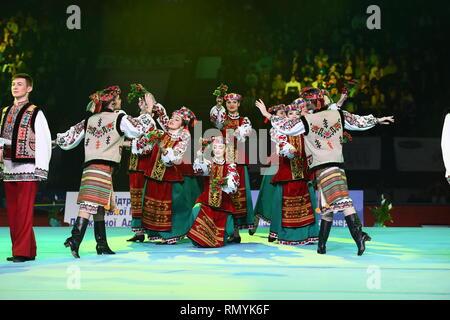 Kiew, Ukraine - April 01, 2017: Leistung der ukrainischen Tanz Ensemble an Stella Zakharova Turnen Ukraine International Cup. Traditionelle Bühne Tanz. Ethnischer Tanz. - Stockfoto