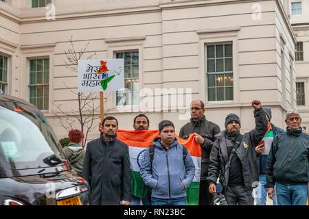 London, UK, 16. Februar, 2019. Der britische Inder in London protestieren gegen terroristische Aktivitäten in Pakistan nach dem Anschlag auf indische CRPF Soldaten bei ihren Konvoi fahren in einem Bus in Pulwama region, Jammu und Kaschmir, Indien. Der Terroranschlag wurde durchgeführt von/durch die behauptete Jaish-e-Mohammad, in Pakistan versteckt. Harishkumar Shah/Alamy leben Nachrichten - Stockfoto