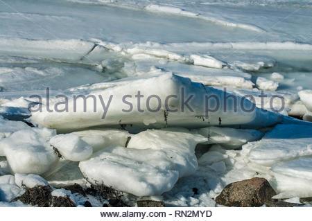 Salz Wasser Eis entlang Cape Cod Bay Shoreline gestapelt - Stockfoto
