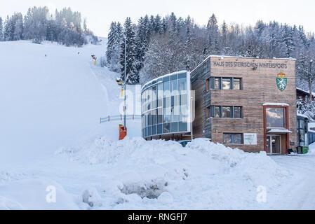 Haus des steirischen Wintersports - Hauser Kaibling - Österreichs Top Skigebiete, Schladminger miteinander 4 Berge, Haus im Ennstal, Ski amade - Stockfoto