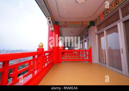 Extra breite Balkon vor dem Zimmer im Grand Hotel. - Stockfoto