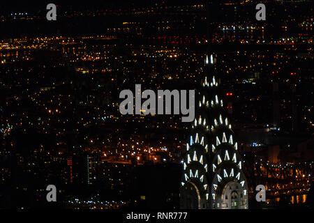 Beleuchtete Chrysler Building Art Deco top vom Empire State Building, Art-Deco-Wolkenkratzer in Midtown Manhattan, New York City, USA Stockfoto
