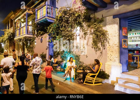 Kolumbien, Cartagena, Altstadt mit Stadtmauern, Getsemani, Nachtleben Abenddämmerung, Hispanic Hispanics Latino Latinos Ethnische Ethnien im - Stockfoto