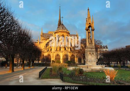 Notre Dame bei Sonnenaufgang - Paris, Frankreich - Stockfoto