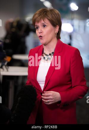 Glasgow, UK. 20. Februar 2019. Schottlands Erster Minister, Nicola Sturgeon, öffnet in Schottland International Marine Konferenz mit einer Grundsatzrede über die Verschmutzung der Meere. Credit: Colin Fisher/Alamy leben Nachrichten Stockfoto