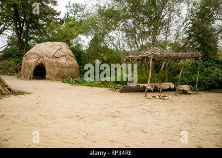 Eine indische Hütte am Plimoth Plantation in Plymouth, MA. - Stockfoto