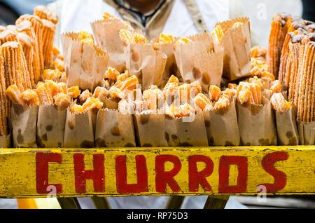 Detail der traditionellen Churros aus Lima, Peru.