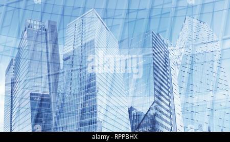 Ansicht von unten auf das moderne Wolkenkratzer im Geschäftsviertel gegen den blauen Himmel.