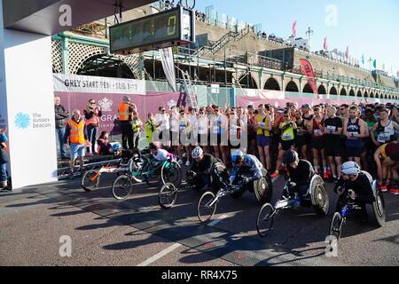 Brighton Halbmarathon 2019 Rollstuhlfahrer, Madeira Drive, East Sussex UK - Stockfoto